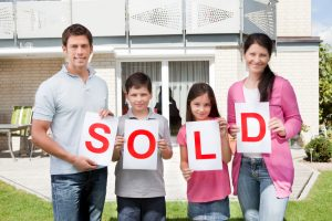 stockfresh_2142927_family-holding-a-sold-sign-outside-their-home_sizeS_62ad93-300x200
